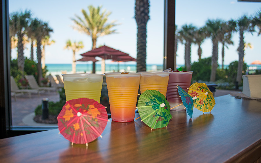 image of complimentary cocktail hour beverages